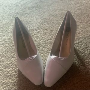 Bella vita white heels